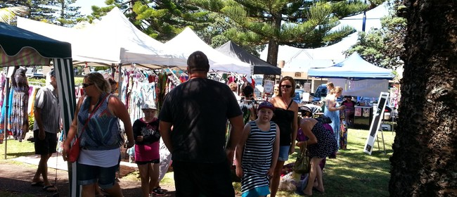 Orewa Artisan Market and Boulevard of Buskers