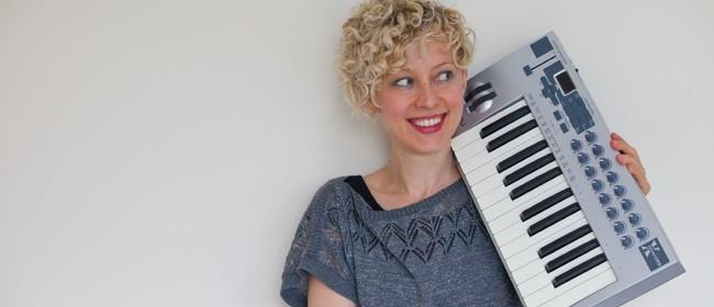 Xenia Pestova (solo piano)