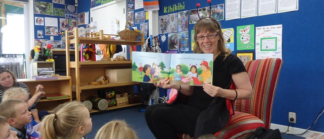 Childrens Te Reo Singalong Puppet Show - Sharon Holt